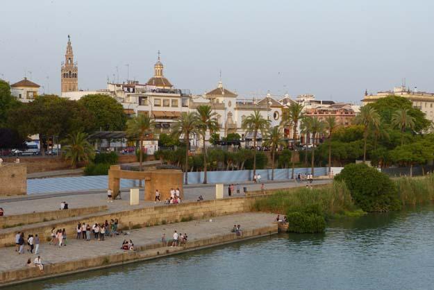 Séville : vue du pont Isabel II