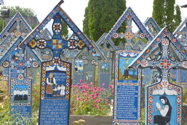 "Sapantha : le ""cimetière joyeux"""