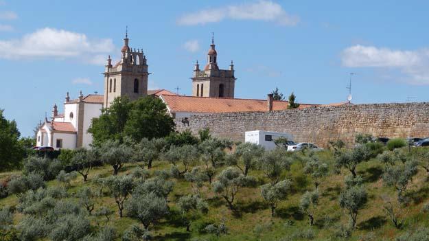 la cathédrale de Miranda do Douro est ses fortifications