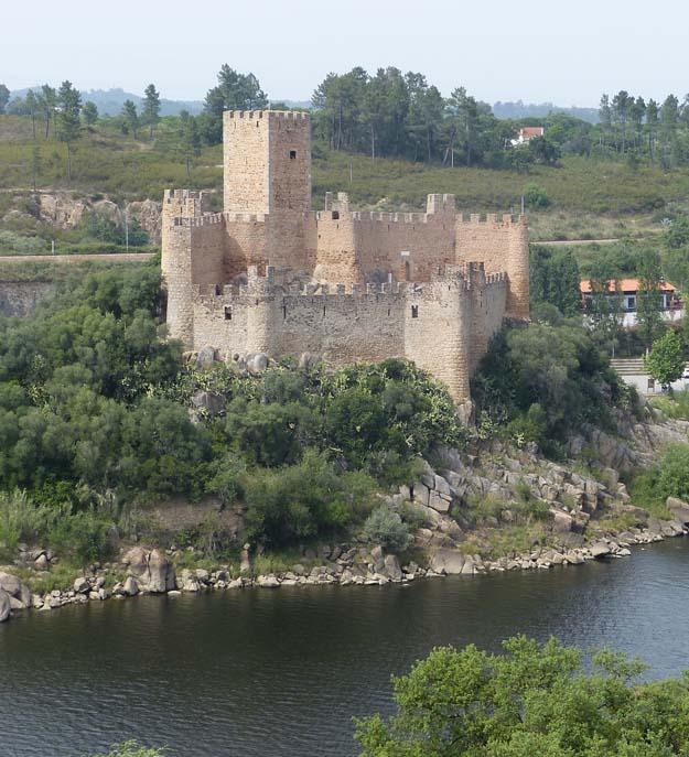 Le château d'Almourol sur un île du Tage