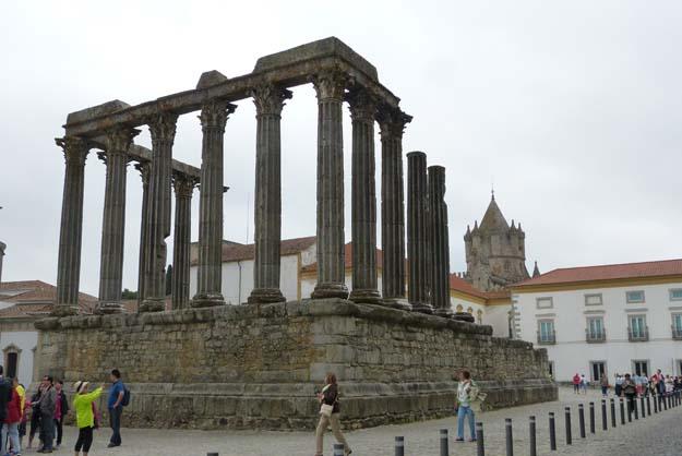 Evora, au coeur de l'Alentejo. Colonnes du temple romain